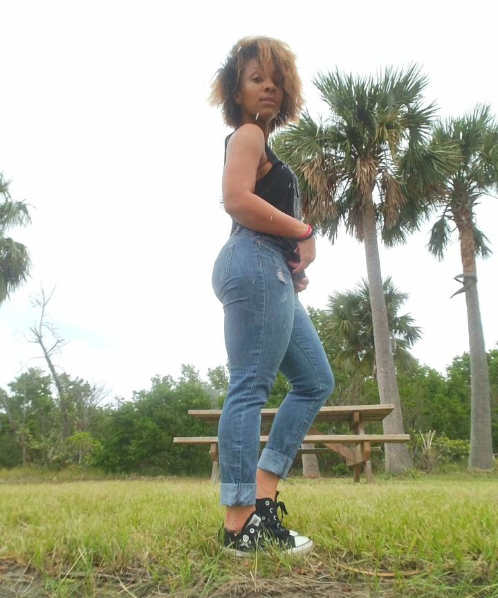 iwannabealady.com outfit post jeans and a tee converse weekend wardrobe casual style south florida lifestyle blogger