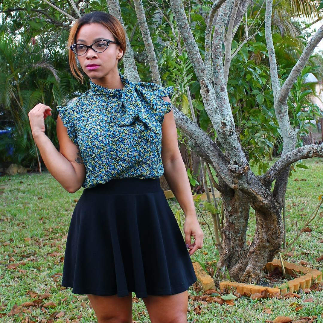 outfit post bow blouse and black skirt vintage look iwannabealady.com