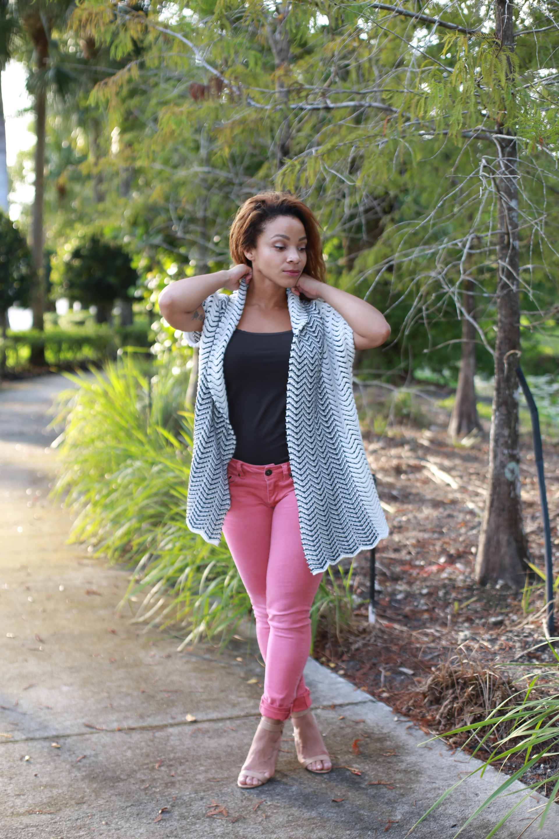 iwannabealady.com outfit post fall essential in Florida pink jeans fashion lifestyle blogger