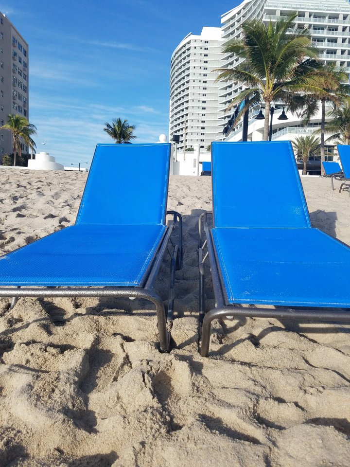 iwannabealady.com welcome to Fort Lauderdale Beach lounge chairs