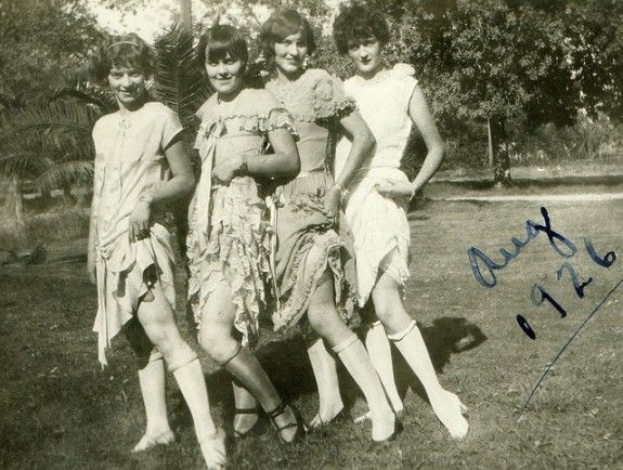 iwannabealady.com rolled stockings flappers 1926